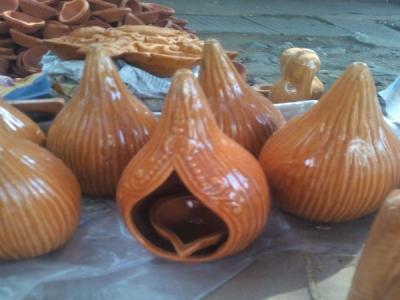 ದೀಪಾವಳಿ ಹಬ್ಬ: ಮಾರುಕಟ್ಟೆಯಲ್ಲಿ ದೀಪಗಳ ಖರೀದಿ ಬಲು ಜೋರು
