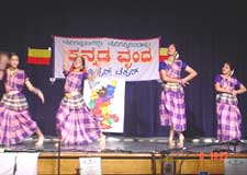 Kuniyonu bara... Dance by members of Vrinda